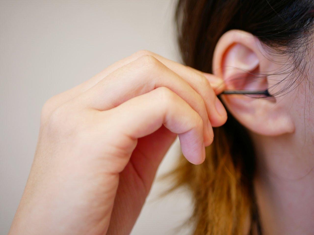 耳かき 女の子がお客様の耳をお掃除させて頂きます。